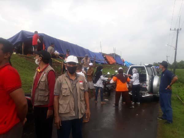 Warga Mojokrapak Peduli Korban Banjir Bandar Kedungmulyo